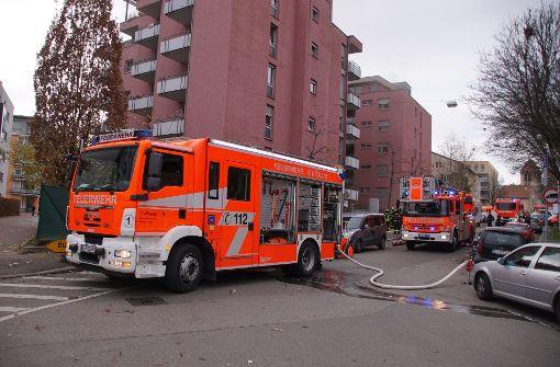 Zwei Verletzte nach Brand in Mehrfamilienhaus