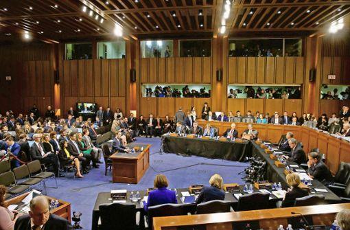 US-Senatoren bringen Mark Zuckerberg gehörig ins Schwitzen