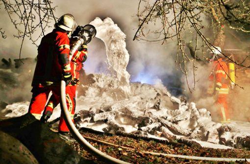 Wieder  Holzstapel in Flammen