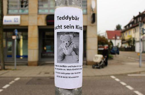 Wer kann diesem Teddy helfen?