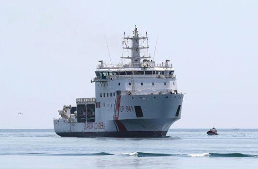 Rettungsschiff legt an - Gerettete dürfen nicht aussteigen