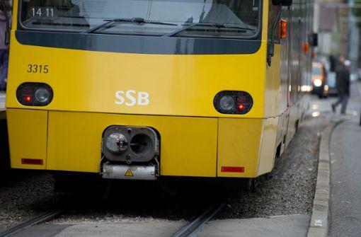 Frau zieht Notbremse in Stadtbahn