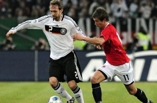 Hinkel 2009 als Nationalspieler beim Länderspiel gegen Norwegen. Foto: dapd