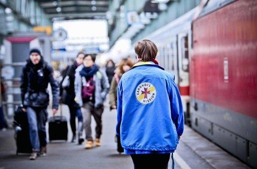 Hilfe für Reisende: Im neuen Jahr wird der Dienst nicht mehr rund um die Uhr angeboten. Foto: Peter Petsch