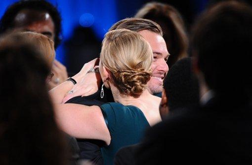 """Kate Winslet, DiCaprios Partnerin aus """"Titanic"""", gehörte zu den ersten Gratulantinnen. Foto: AP"""
