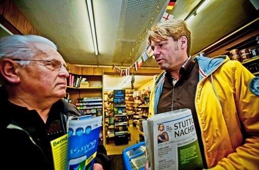 Der FDP-Spitzenkandidat im Gespräch mit Wählern Foto: Peter Petsch
