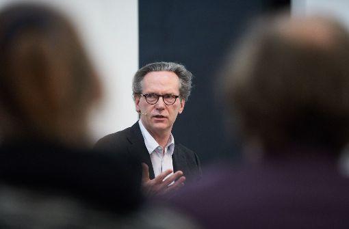 """Gast aus Berlin in der """"Stuttgarter Nachrichten""""-Gesprächsreihe """"Über Kunst"""" in der Galerie Parotta:  Klaus Gerrit Friese Foto: Steffen Schmid Foto:"""