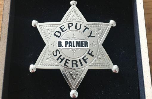 Stuttgarter schenkt OB Palmer einen Sheriffstern