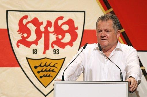 Finanzvorstand Ruf bei der VfB-Mitgliederversammlung Foto: Pressefoto Baumann