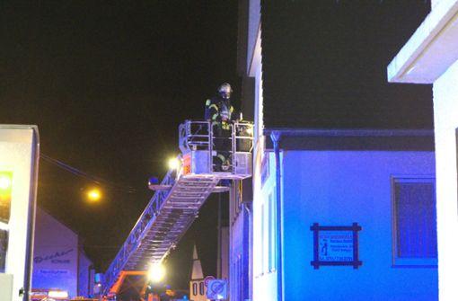 In Stuttgart-Vaihingen ist am Donnerstag ein Haus in Brand geraten. Foto: SDMG