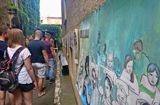 Künstlerkollektiv  landet mit  Ufo im Hinterhof