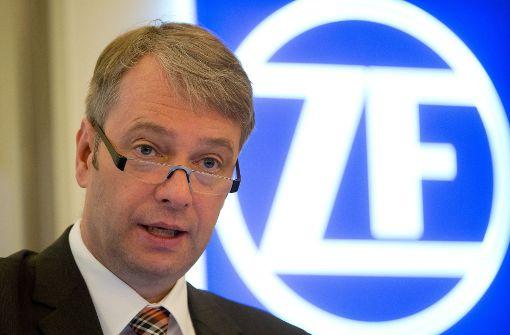 Viele Autozulieferer im Südwesten hängen am Verbrennungsmotor – auch ZF. Im Bild Vorstandschef Stefan Sommer.  Foto: dpa