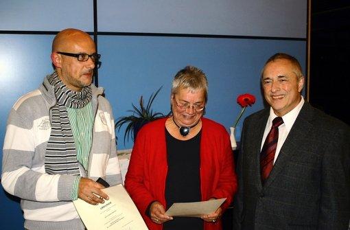 Stefan Molsner, Ursula Fechner und Hans Peter Steidle (von links) haben die Ehrenmünze der Stadt bekommen. Foto: Jürgen Brand