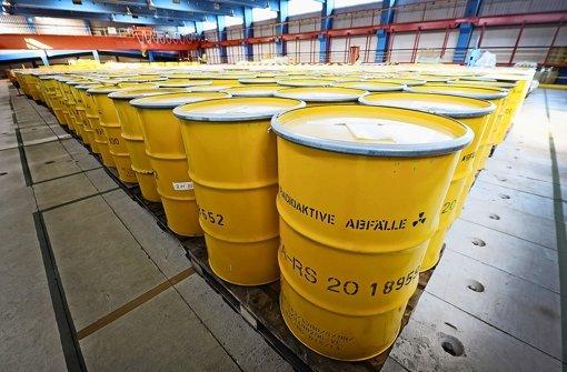 In gelben Fässern lagert radioaktiver Abfall in Jülich: Umweltschützer halten einen Transport in die USA für rechtswidrig. Foto: dpa