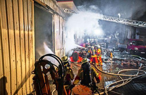 33 Feuerwehrleute waren am frühen Samstagmorgen im Einsatz. Foto: 7aktuell.de/Adomat