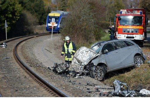 Zwei Tote bei Zusammenstoß von Auto und Zug
