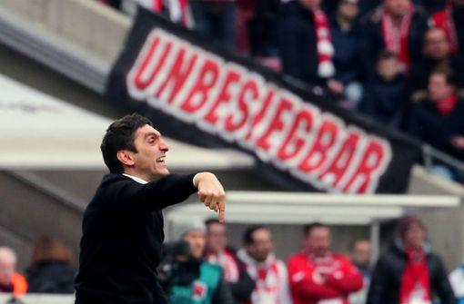VfB-Trainer Tayfun Korkut will auch gegen RB Leipzig punkten. Foto: Pressefoto Baumann
