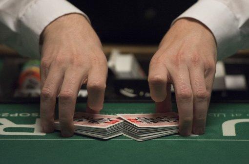 Wegen Strip-Poker mit Jugendlichen festgenommen