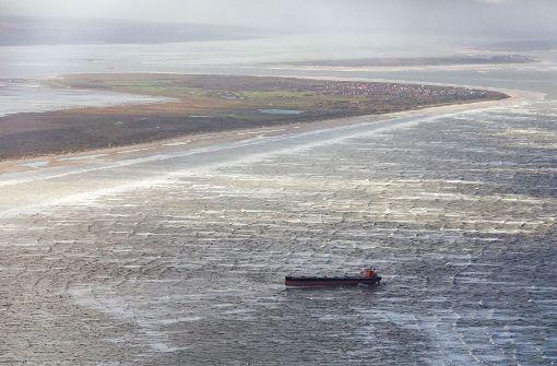 Bergung des gestrandeten Frachters noch unklar