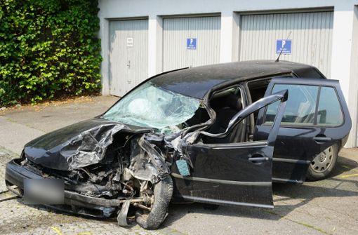 Golf-Fahrer kollidiert mit Lastwagen