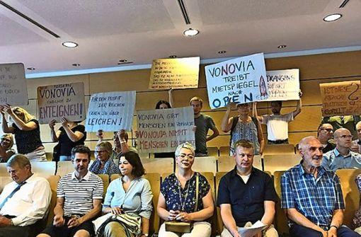 Protest im Rathaus gegen Wohnungskonzern