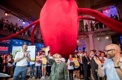 Angela Merkel eröffnet begehbares Parteiprogramm