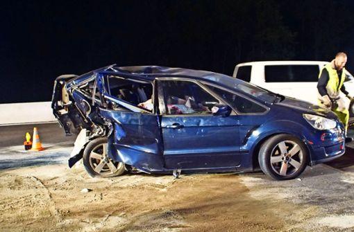 Betrunkener auf der A8 rammt ein Familienauto