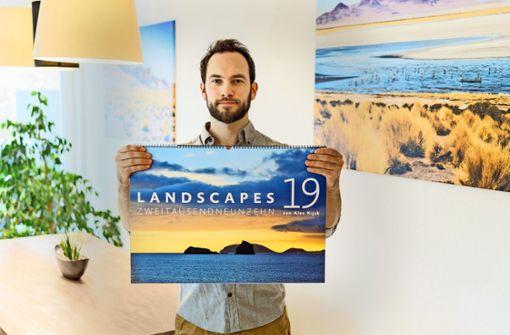 Outdoor-Fotograf Alex Kijak mit seinem Landscapes-Kalender für 2019 Foto: StZ