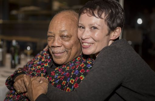 "Musiklegende Quincy Jones mit  der Geigerin Susann Collier, der Mutter von ""Wunderkind"" Jacob Colliert.  Foto: Andreas Engelhard"