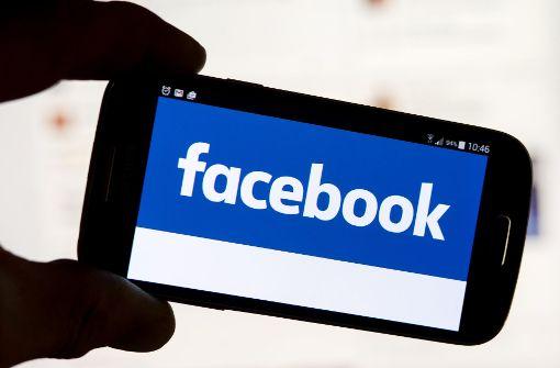 Jugendliche auf Facebook Live vergewaltigt