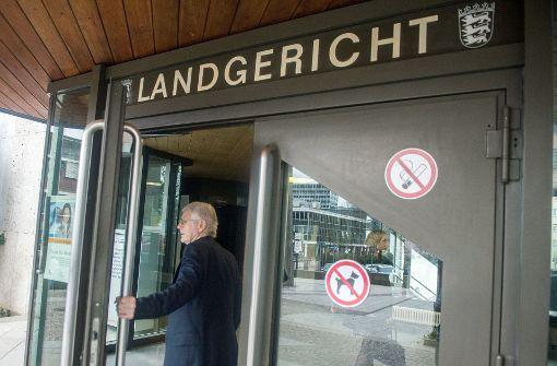 Anton Schlecker am Montag am Landgericht Stuttgart. Im Bankrottprozess könnten erste Details über die aktuelle Lage des ehemaligen Drogeriemarktunternehmers zutage gefördert werden. Foto: dpa