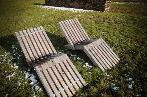 Die Sonnenliegen haben einzelne Jugendgemeinderäte  letzten Sommer bereits zusammengebaut. Jetzt fordern sie kostenloses Internet im neuen Bürgerpark. Foto: Gottfried Stoppel