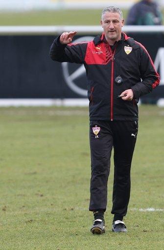 Trainer Jürgen Kramny will seine Mannschaft fit machen für Samstag. Foto: Pressefoto Baumann