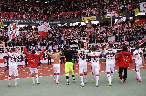 So lassen die VfB-Fans die Tribüne wackeln – trotz Verbots