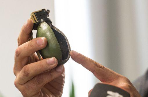 Schüler findet funktionsfähige Handgranate