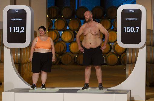 Die beiden Korber erfahren ihr Startgewicht: Zusammen bringen sie fast 280 Kilo auf die Waage.  Foto: Sat1