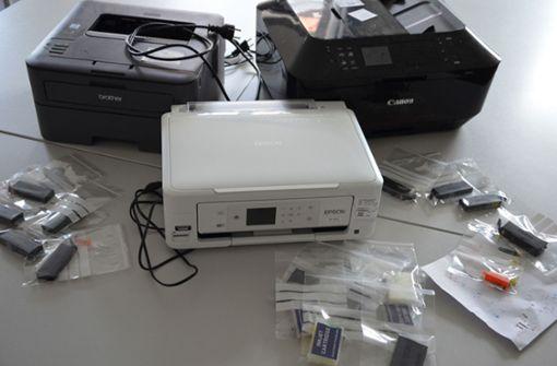Die beschlagnahmten Drucker und Speichermedien Foto: Bayerisches Landeskriminalamt