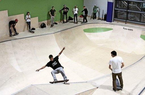 Akrobatik mit Roller und Board