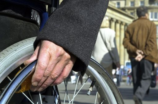 94-Jähriger im Rollstuhl in Richtung B10 unterwegs