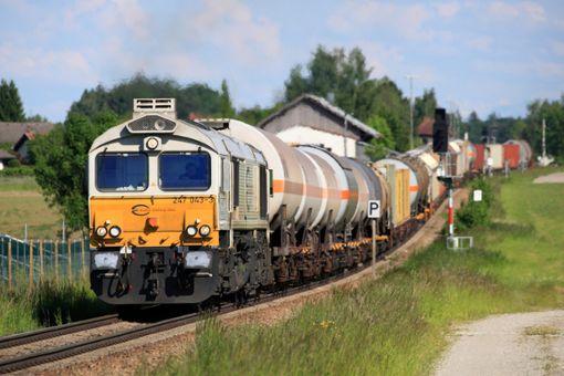 Zugkräftige Diesellok vom Typ EMD Class 77  Foto: Deutsche Bahn AG