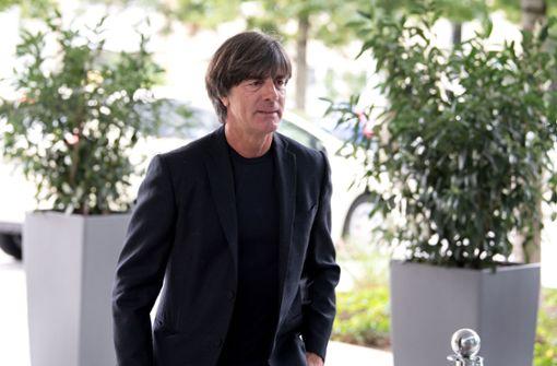 Löw marschiert lächelnd ins DFB-Präsidium