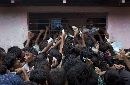 Bangladesch nimmt tausende Menschen in Lager auf
