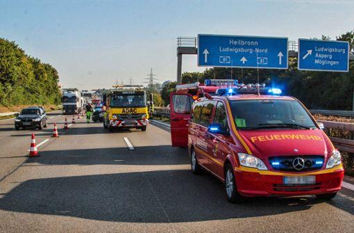 Der Verkehr in Richtung Stuttgart wurde über den Beschleunigungsstreifen geleitet. Foto: SDMG