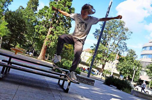 Robin Engelken ist zu Gast in Stuttgart, um hier zu skaten. Die Stadt ist in der Szene bekannt für ihre Foto: Kathrin Wesely