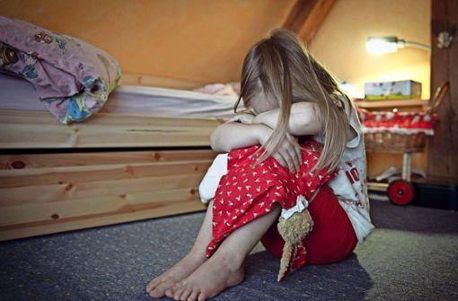 542-mal mussten Mitarbeiter des Jugendamtes im vergangenen Jahr überprüfen, ob im Kreis  ein Fall von Kindeswohlgefährdung vorliegt. Foto: dpa