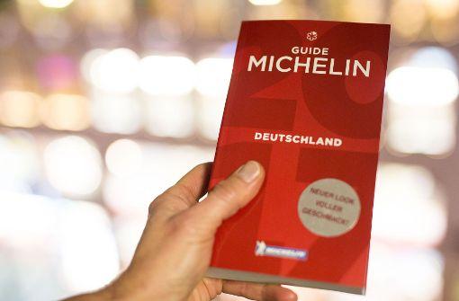 """Der Hotel- und Restaurantführer """"Guide Michelin"""" Deutschland erreicht mit seiner Ausgabe 2018 erstmals die Marke von 300 Sterne-Restaurants. Foto: dpa"""