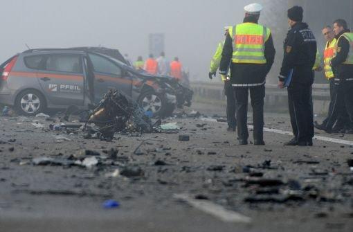Die schrecklichen Bilder vom jüngsten Unfall auf der A5 bei Offenburg. Foto: dpa