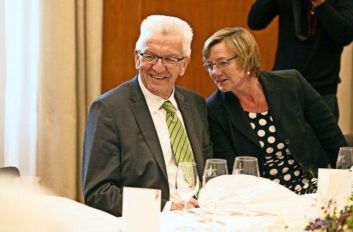 Vertraute Parteifreunde, Ministerpräsident Kretschmann und die neue Finanzministerin Edith Sitzmann. Foto: dpa