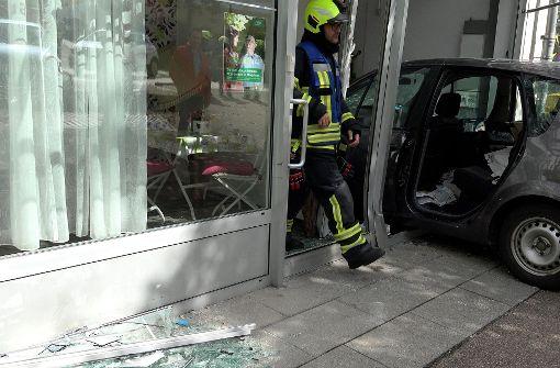 Ein 77-Jähriger wollte noch schnell etwas erledigen, ließ den Motor laufen ... Foto: 7aktuell.de/Alexander Hald