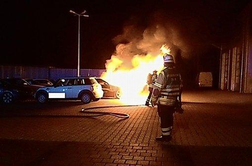 Brandstifter schlägt in Autohäusern zu